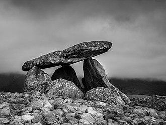 Elvillar/Bilar - La chabola de la Hechicera, a dolmen found in 1935.