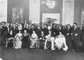 Enrique García Velloso con artistas.png