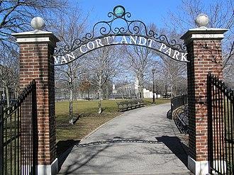 New York Magpies - Image: Entrance To Van Cortlandt Park 2012