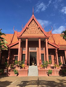 Entrance of the National Museum of Cambodia.jpg