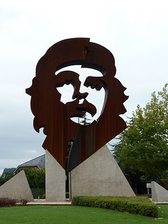 Che Guevara in popular culture - A large artistic Che statue in Oleiros, Spain.