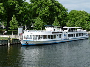 Fahrgastschiff Wappen von Berlin.JPG