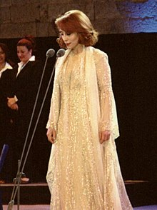 Description de l'image  Fairuz in btd concert 2001.jpg.