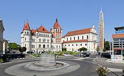Feldbach - Zentrum mit Villa Hold und Kirche.JPG