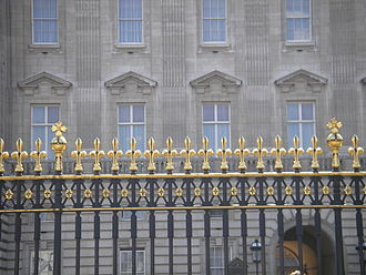 Fleur-de-lis - Fleurs-de-lis on railings at Buckingham Palace
