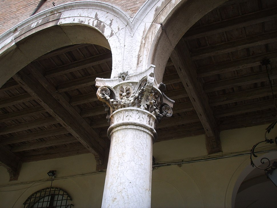 Ferrara, palazzo dei diamanti 19 capitello cortile