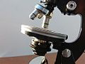 Fine rotative table Microscope 11 (12996688414).jpg