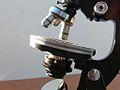 Fine rotative table Microscope 11 (12996688414).jpg