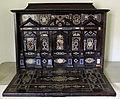Firenze, stipo-medagliere con ribalta, noce d'idia, ebano, osso e pietre dure, 1550-1600 ca.jpg