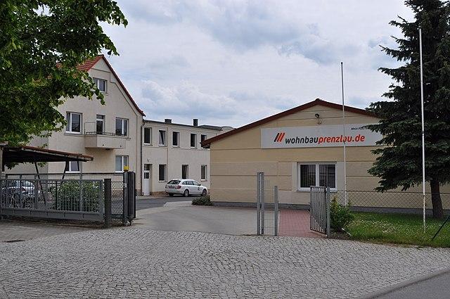 Datei:Firmensitz der Wohnbau GmbH Prenzlau.jpg