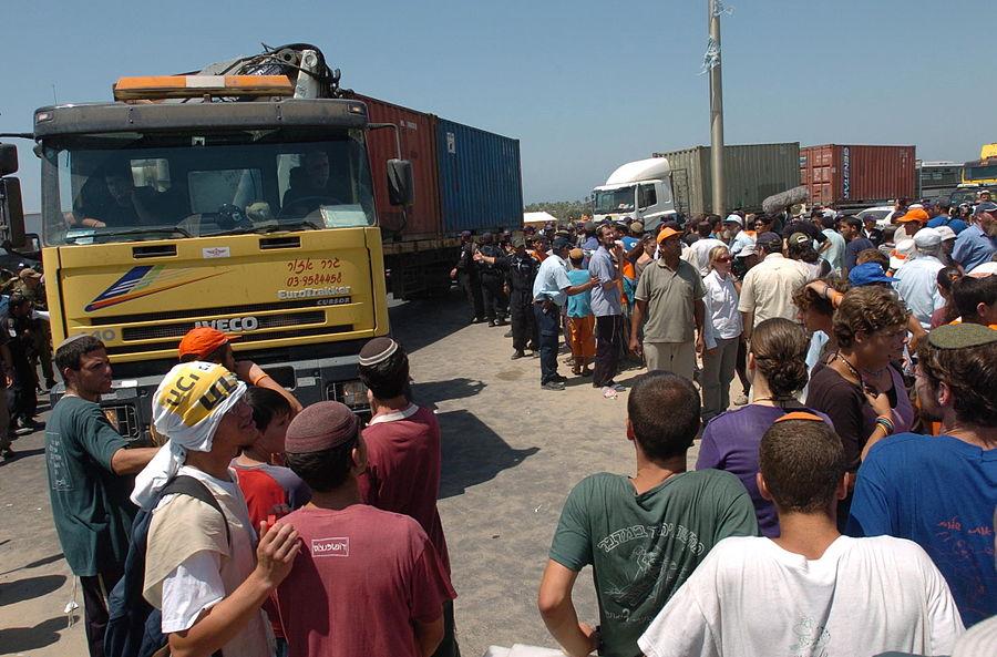 Flickr - Israel Defense Forces - The Evacuation of Neve Dekalim (73).jpg