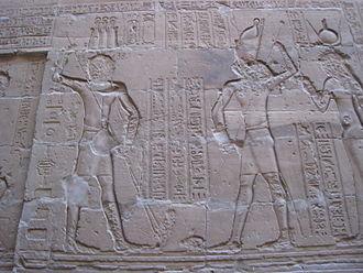 fresque du temple d'Edfou, massacre par pharaon d'un hippopotame séthien.