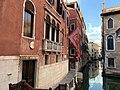 Fondamenta dell'Anzolo, presso Calle dell'Angelo, a Venezia, nello stesso edificio dove ha sede il consolato del Lussemburgo 22-6-2020.jpg