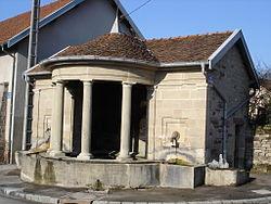 Fontaine à Viviers-le-Gras.jpg