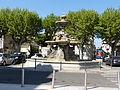 Fontaine municipale devant hôtel de ville Montélimar.jpg