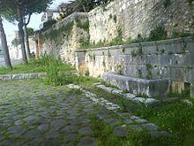 220px-Formia_-_Fontana_Romana_sulla_Via_Appia Formia