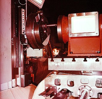 Boring (manufacturing) - A horizontal boring mill, showing the large boring head and the workpiece sitting on the table.