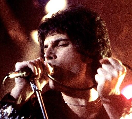 Freddie Mercury performing in New Haven, CT, November 1977 cropped