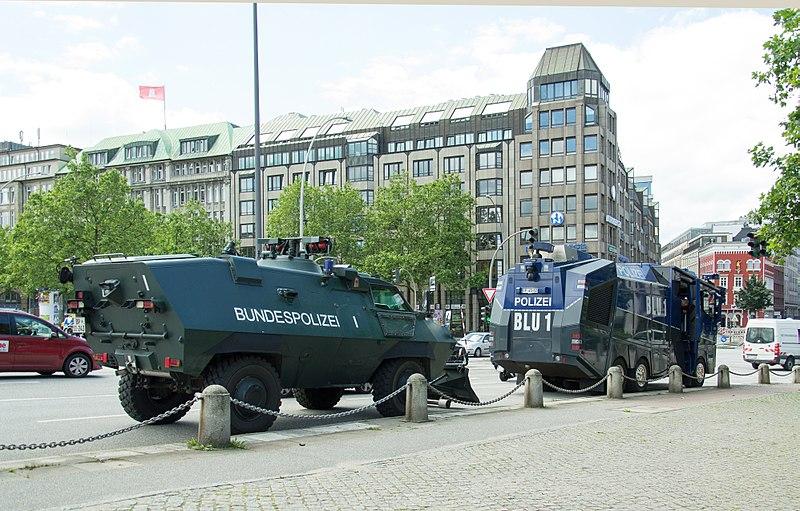 File:G-20 - Wasserwerfer Hamburg Innenstadt 05.jpg