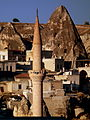 GOREME VILLAGE CAPPADOCIA CENTRAL TURKEY OCT 2011 (6363070073).jpg