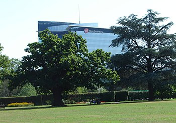 English: Glaxo Smith Kline's HQ building taken...