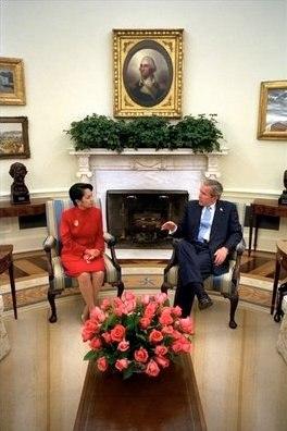 George W. Bush %26 Gloria Macapagal-Arroyo in the Oval Office 2003-05-19