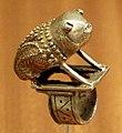 Ghana, akan, anello con rana, lega d'oro, 1950 ca.jpg