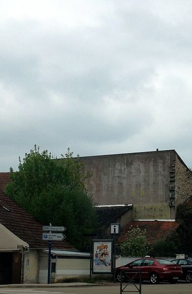 """Ghost sign """"BYRRH"""" in Clamecy."""