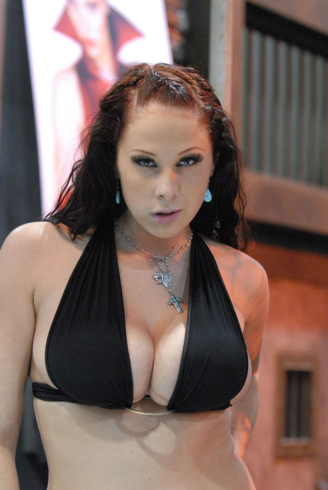 Redhead chick Gianna Michaels catches jizz on her nice melons from a BBC № 412101 загрузить