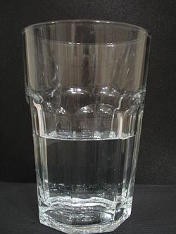 Glas halbvoll.JPG