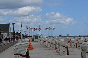 Grömitz, Blick über den Strand zur Seebrücke 7