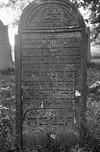 Op een verhoging tussen de weilanden gelegen Joodse begraafplaats