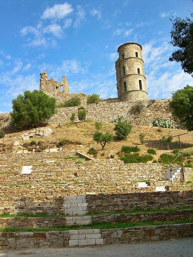 Le château de Grimaud 640px-Grimaud-village-09