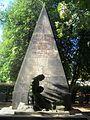 Großröhrsdorf Friedhof Denkmal Weltkrieg nah.JPG