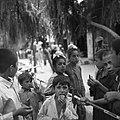 Grupa dzieci pasztuńskich. W środku dwóch chłopców z kasty Sikhów - Afganistan - 001941n.jpg