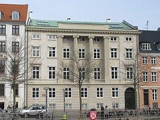 Gustmeyer House - The principal facade facing Ved Stranden