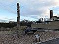 Hängepfahl und Steinkarren, KZ-Buchenwald.jpg