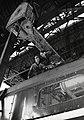 HUA-169953-Afbeelding van twee werknemers van de hoofdwerkplaats van de N.S. te Tilburg.jpg