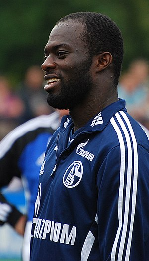 Hans Sarpei - Hans Sarpei at practice with Schalke 04 in 2011.