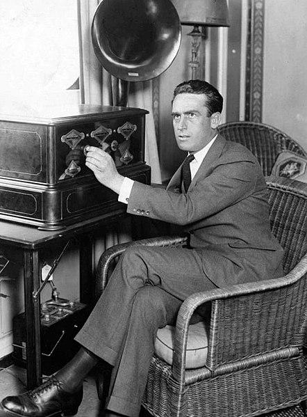 File:Harold Lloyd 1924.jpg