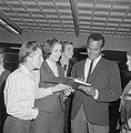 Harry Belafonte op Schiphol voor Sight Seeing in Amsterdam, tijdens zijn aankoms, Bestanddeelnr 916-4007.jpg