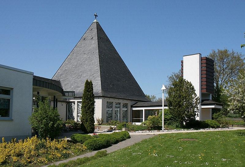 File:Hemer-Kreuzkirche1-Bubo.JPG
