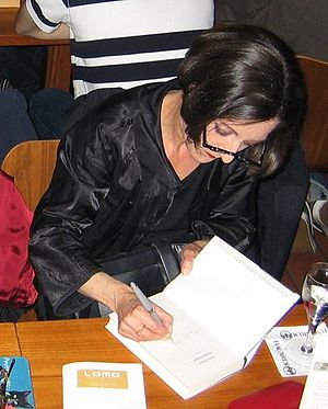 Herta Müller - Müller signing one of her books in September 2009