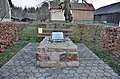 Holocaust memorial, Dorna, Mank 02.jpg