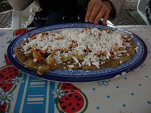 Huarache (food) - A huarache with chicken and red salsa, in Mexico City