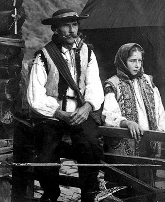 Hutsuls living in Verkhovyna, c. 1930 Huculy 1933, Verkhovyna district.jpg