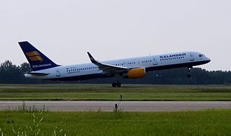 Edmonton International Airport - An Icelandair Boeing 757-200 taking off for Reykjavík