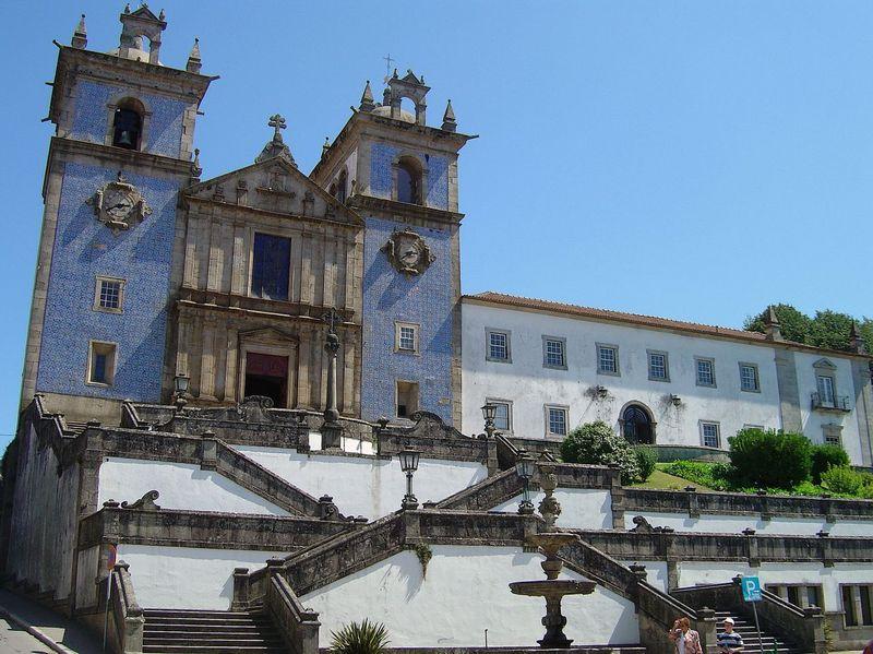 Image:Igreja Matriz de Sta. Maria da Feira e Convento dos Loios.jpg