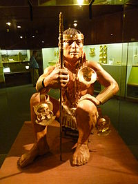 Indígena con atuendo Museo del Oro Calima.JPG