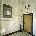 Interieur, bedieningspaneel voor de vriescarrousel en de deur naar de vriesapparatuur - Vierakker - 20389454 - RCE.jpg